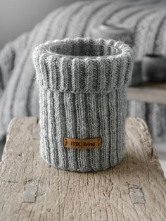 Knitting accessories diy old sweater 70 ideas for 2019 Diy Crafts Vases, Yarn Crafts, Diy And Crafts, Weaving Projects, Knitting Projects, Diy Knitting Accessories, Free Knitting, Knitting Patterns, Old Sweater