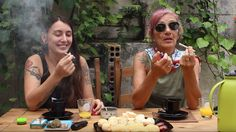 Abra a Gaveta: mãe e filha fumam e debatem sobre maconha juntas [assista]