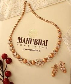 Photo by Manubhai Jewellers on March Kids Gold Jewellery, Gold Jewelry Simple, Gold Jewellery Design, India Jewelry, Diamond Jewellery, Simple Necklace, Jewellery Box, Gold Necklace, Jewellery Shops