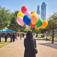 Image in Hijab👑 collection by Princesse on We Heart It Balloons Photography, Girl Photography Poses, Hand Photography, Hijabi Girl, Girl Hijab, Hijab Outfit, Stylish Girls Photos, Stylish Girl Pic, Girl Shadow