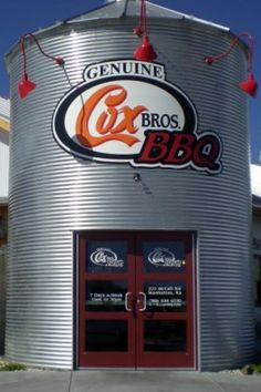 A review of Cox Bros. BBQ in Manhattan, KS, provided by www.inpursuitofpork.com.