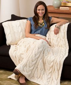 Twisted Taffy Throw & pillow / cushion cover made with three strands of Worsted #4 held together. Knitting pattern free from Red Heart.