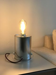 Licht aus der Dose. Als Beistelllampe im Wohnzimmer oder im Schlafzimmer. Industrie Touch. Schlicht, originell, Design. Chur, Led, Candle Holders, Table Lamp, Candles, Lighting, Design, Home Decor, Flagstone
