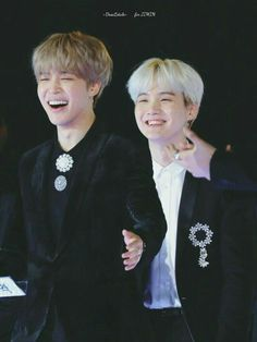 """BTS's Suga proved that friendship means nothing to him in a competition by """"breaking up"""" with Jimin for the sake of victory. Jung Hoseok, Kim Namjoon, Kim Taehyung, Bts Jimin, Seokjin, Taemin And Jimin, Park Ji Min, Foto Bts, Bts Photo"""