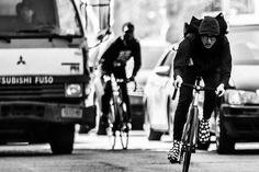 Urban Cycling, Urban Bike, Vintage Bmx Bikes, Bike Messenger, Fixed Gear Bicycle, Bike Photography, Bicycle Women, Bike Style, Bicycle Accessories