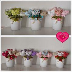 Artes & Ideias da Ana: ♥ Mandamentos do Lar ♥ Paper Flowers Diy, Flower Crafts, Fabric Flowers, Xmas Crafts, Felt Crafts, Diy And Crafts, Handmade Felt, Handmade Shop, Softies
