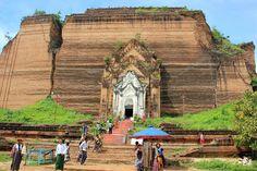 El pueblo de Mingun y los restos arqueológicos de Mingun, junto al rio Ayeyarwady a las afueras de Mandalay: estupa incompleta Mingun Pahtodawgyi, pagoda Hsinbyume y campana Mingun