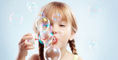 Dishwashing liquid, water and glycerine. Viola bubbles!