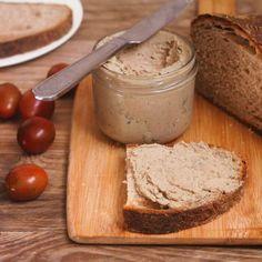 Nejjednodušší domácí játrová paštika | aromarecepty No Salt Recipes, Aesthetic Food, Bon Appetit, Pickles, Camembert Cheese, Food Porn, Food And Drink, Low Carb, Menu
