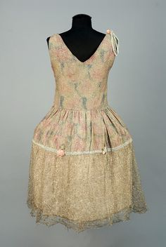 LOT 672 PRINTED LAME and METALLIC LACE ROBE de STYLE, 1920s. - whitakerauction