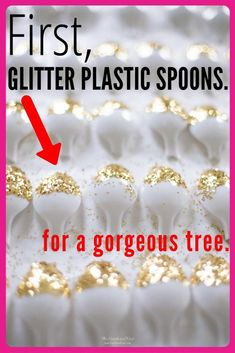 Got spare plastic spoons lying around? You don't need much else to create this gorgeous Christmas craft! Dollar Tree Christmas, Christmas Tree Crafts, Dollar Tree Crafts, Holiday Crafts, Christmas Crafts, Christmas Decorations, Holiday Decorating, Christmas Ideas, Decorating Ideas