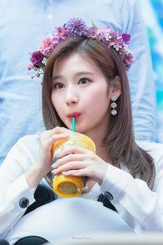 twice sana beautiful smile pictures Kpop Girl Groups, Korean Girl Groups, Kpop Girls, Nayeon, Sana Cute, Twice Album, Smile Pictures, All About Kpop, Sana Minatozaki