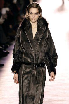 Maege Mormont in a bear skin coat, Nina Ricci Bear Skin Coat, Bear Island, Pow Wow, Fur Coat, Black Beauty, Jackets, Game, Fashion, Moda