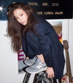려원 패션/려원 스타일/려원 사복/려원 데일리룩/봄 데일리룩 : 네이버 블로그 Cool Street Fashion, Street Style, Jung Ryeo Won, Used Cameras, Korean American, Daily Look, Streetwear Fashion, Korean Fashion, Autumn Fashion