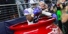 Ezekiel Elliott Donates His Entire Being To The Salvation Army After TD #Sport #iNewsPhoto