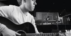 Niall no MV de #LittleThings Xxx
