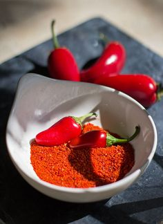 Red Chile Powder - Grow, Dry, and Grind Your Own from MJ's Kitchen How To Make Red, Dried Peppers, Kitchen Recipes, Kitchen Tips, Stuffed Hot Peppers, Yummy Treats, Chile, Spices, Tasty