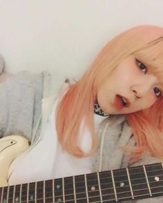 Mami Sasazaki, guitarrista en Scandal y voz de apoyo