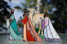 Nativity Wise Men. By Gayle's Glass via Delphi Web Site.