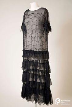 Robe par Madeleine Vionnet, mousseline noire, 1930 europeanafashion.eu