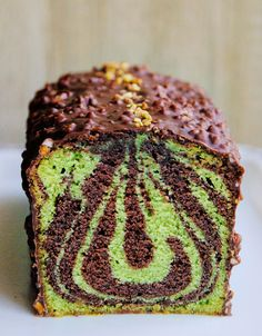 Chocolate & pistachio marble cake Cake marbré chocolat & pistache The recipe for the chocolate & pistachio marbled cake and its rock icing! Blackberry Cake, Gingerbread Cupcakes, Different Cakes, Marble Cake, Vegan Animals, Loaf Cake, Pastry Cake, Vegan Cake, Vegan Baking