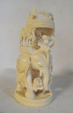 Eléphant en Ivoire Travail Indien début XXeme h 15 cm Art Nouveau, Art Asiatique, Art En Ligne, Objet D'art, Ivoire, Oeuvre D'art, Snow Globes, Asian, Decor