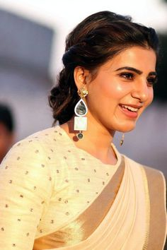 Latest photos of Malayalam actress Samantha - Photo gallery of Samantha including Samantha latest movie stills, latest event premiere show photos,Samantha new photoshoot pictures and more pics . Samantha In Saree, Samantha Ruth, Indian Bollywood Actress, Indian Actresses, Samantha Images, Engagement Hairstyles, Bridal Sari, Jacqueline Fernandez, Malu
