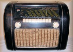 Bang & Olufsen Standard de Luxe ca 1940 Radios, Radio Antigua, Bang And Olufsen, Record Players, Jukebox, Vintage Designs, Gadgets, Retro, Tvs