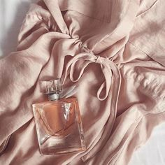 Treat yourself to this Lancome La Vie Est Belle perfume with notes of iris, patchouli and gourmand. Shop now at Macy's.