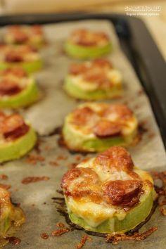 Быстрые рецепты вкусных закусок из кабачков, приготовленных на сковороде и в духовке. Для просмотра, пожалуйста, кликните по ссылке . . . #закуски #рецептызакусок #рецептыпростыхзакусок #простыезакуски #чтоприготовитьизкабачков #рецептыскабачками #быстрыезакуски #закускискабачками Veggie Recipes, Indian Food Recipes, Keto Recipes, Cooking Recipes, Keto Meal Replacement, Good Food, Yummy Food, Russian Recipes, Creative Food