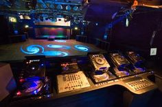 Have the ultimate Dj equipment plus dance floor to boogie down  #pinadream