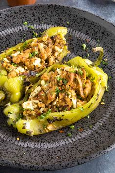 Looking for the perfect stuffed pepper recipe? Try these succulent Anaheim chili peppers stuffed with chicken and cheese. Poblano Recipes, Chili Recipes, Mexican Food Recipes, Dinner Recipes, Ethnic Recipes, Stuffed Anaheim Peppers, Stuffed Peppers, Venison Recipes, Chicken Chili