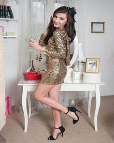 Dresses with sequins ideal to look striking Elegant Dresses, Beautiful Dresses, New Year's Eve Looks, How To Make Light, Short Dresses, Mini Dresses, Short Skirts, Pixie Hairstyles, Sequin Dress