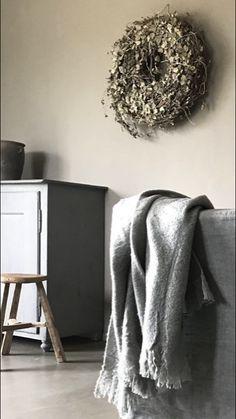 Sober stoer interieur Sober, Wabi Sabi, Blanket, Inspiration, Moon, Home Decor, Beautiful, Biblical Inspiration, The Moon