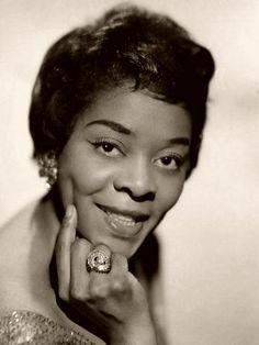Dinah Washington hubiera cumplido hoy 88 años. http://www.vintagemusic.es/noticia-comentario/329/dinah-fue-conocida-la-reina-blues-queen-d-miss/