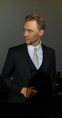 Mr. Hiddleston rockin the suit as usual