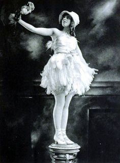 Performer Emma Haig on page 33 of the January 1920 Shadowland.