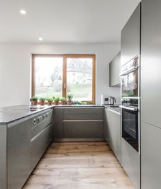 Hochwertige INTUO-Küche in edlen Grau- und Grüntönen designed von homeART Gartner Alcove, Bathtub, Bathroom, Kitchen, Gray, Projects, Standing Bath, Washroom, Cuisine