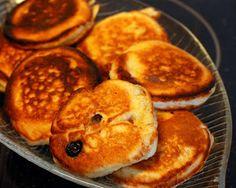 Lauantaiaamun kunniaksi tein hieman erilaisen aamupalan. Oli sopivasti yövieraitakin. Olin kypsytellyt tuoretta ananasta viikon ajan pöydäl... Pancakes, Cooking, Breakfast, Food, Kitchen, Morning Coffee, Pancake, Kochen, Meals