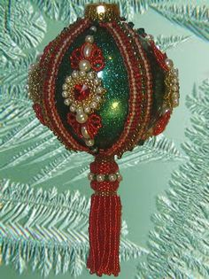 Beaded Christmas ornament kit - Fantasy 2 red with green trim