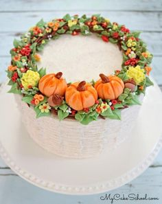 Fall Wreath Cake Tutorial Elegant Fall Wreath Cake- A Cake Decorating Video Tutorial by MyCakeSchool Creative Cake Decorating, Cake Decorating Videos, Cake Decorating Techniques, Creative Cakes, Decorating Ideas, Cake With Fondant, Cupcake Cakes, Bolo Halloween, Halloween Cakes