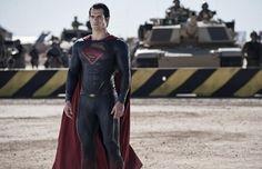 Nova imagem de Superman: O Homem de Aço  http://nerdpride.com.br/filmes/nova-imagem-de-superman-o-homem-de-aco-2/    Superman não parece estar preocupado por ter um exército atrás dele