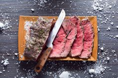Roast beef in crosta di sale Homemade Cooking Spray, Ribs In Oven, No Bread Diet, Grilled Chicken Recipes, Beef Dishes, Main Meals, Italian Recipes, Food To Make, Gourmet