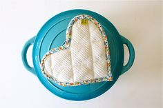Heart Hotpads – quickly turn a square hotpad into a heart shaped pot holder for that last minute gift!