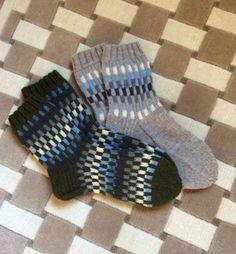 Miesten pystyraitasukat Socks, Diy, Fashion, Moda, Bricolage, Fashion Styles, Sock, Diys, Fasion