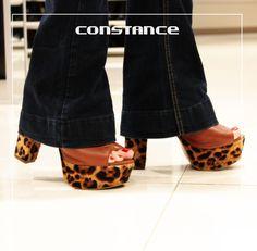 Olha que estilo e presença dessa sandália! Poder! kiki emoticon http://self.shoes/1GIja38 #euquero #constance