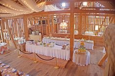 The Farmhouse Weddings.- View of the inside of the barn