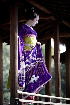 The colors on this kimono are amazing! #japan #kyoto
