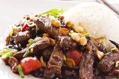 If You Love Mongolian Beef From P. Chang's, Then You Have To Try This Amazing Copy Cat Version That You Can Make In Your Own Kitchen! Mongolian beef is tender Slow Cooker Beef, Slow Cooker Recipes, Crockpot Recipes, Cooking Recipes, Veal Recipes, Slow Cooking, Yummy Recipes, Easy Mongolian Beef, Mongolian Beef Recipes
