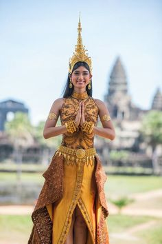 Tirta Gangga Temple in Bali, Indonesia Thai Traditional Dress, Traditional Outfits, Tribal Fusion, New Girl, Yoga India, Native Wears, Festival Costumes, Thai Dress, Beautiful Asian Girls
